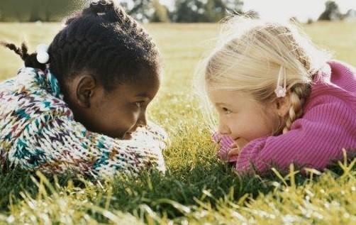 são as diferenças que fortalecem uma amizade