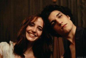 Isabelle (Eva Green) e Theo (Louis Garrel)